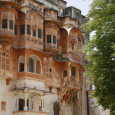 This haveli, continues to be home to the lineage of the royal family, once the thakurs of 48 villages around the and called the Raja of the Godwar region. Their […]