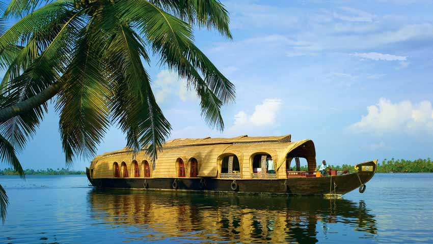 Houseboats_at_Kerala_Backwaters