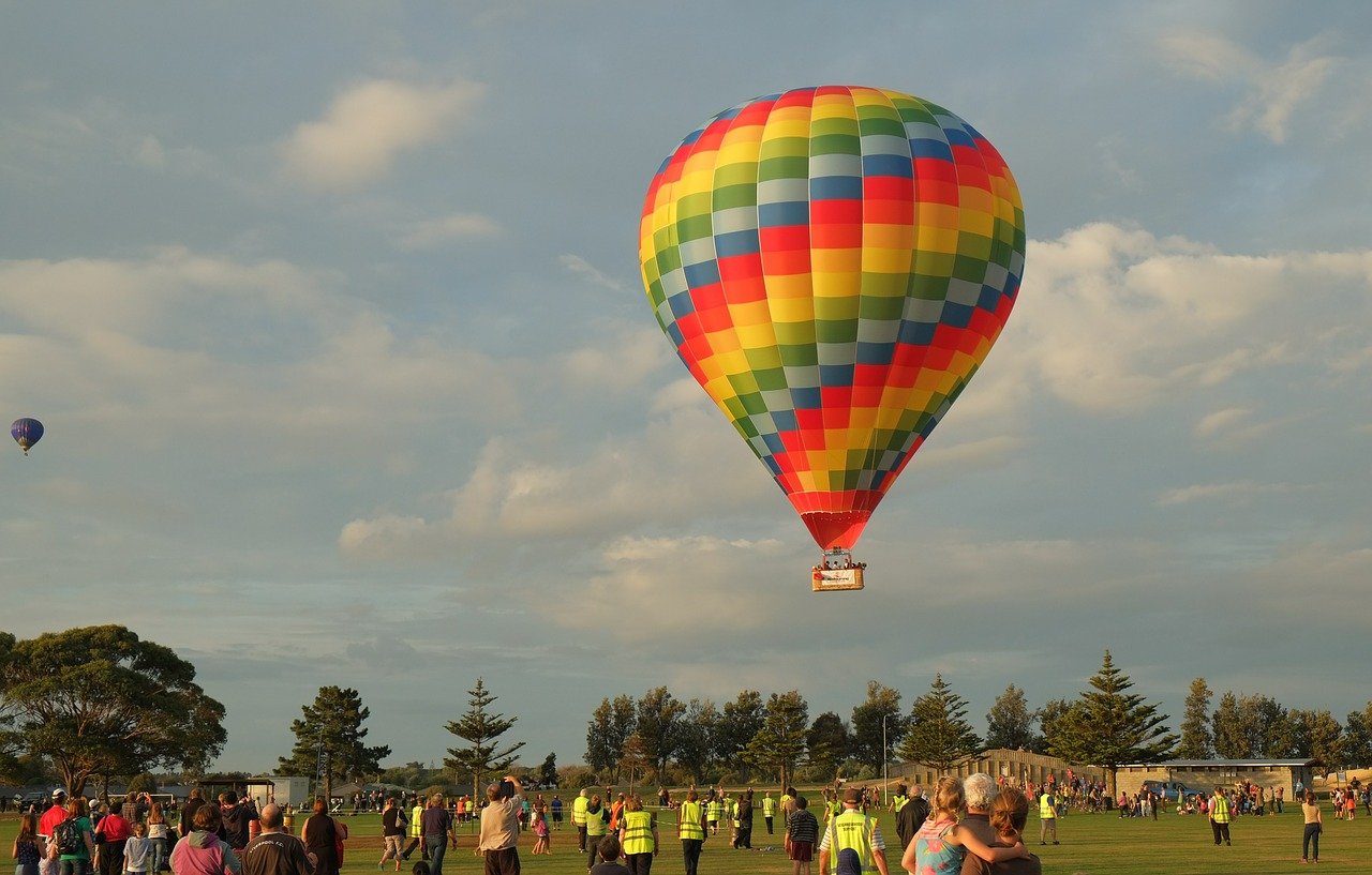 hot-air-balloon-586688_1280