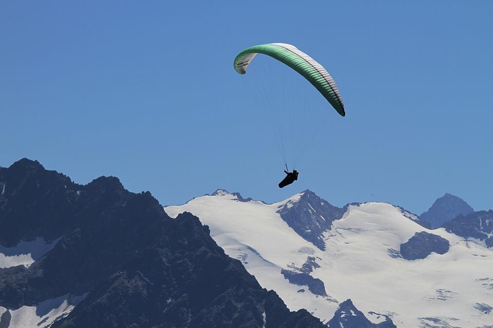 paragliding-169743_960_720
