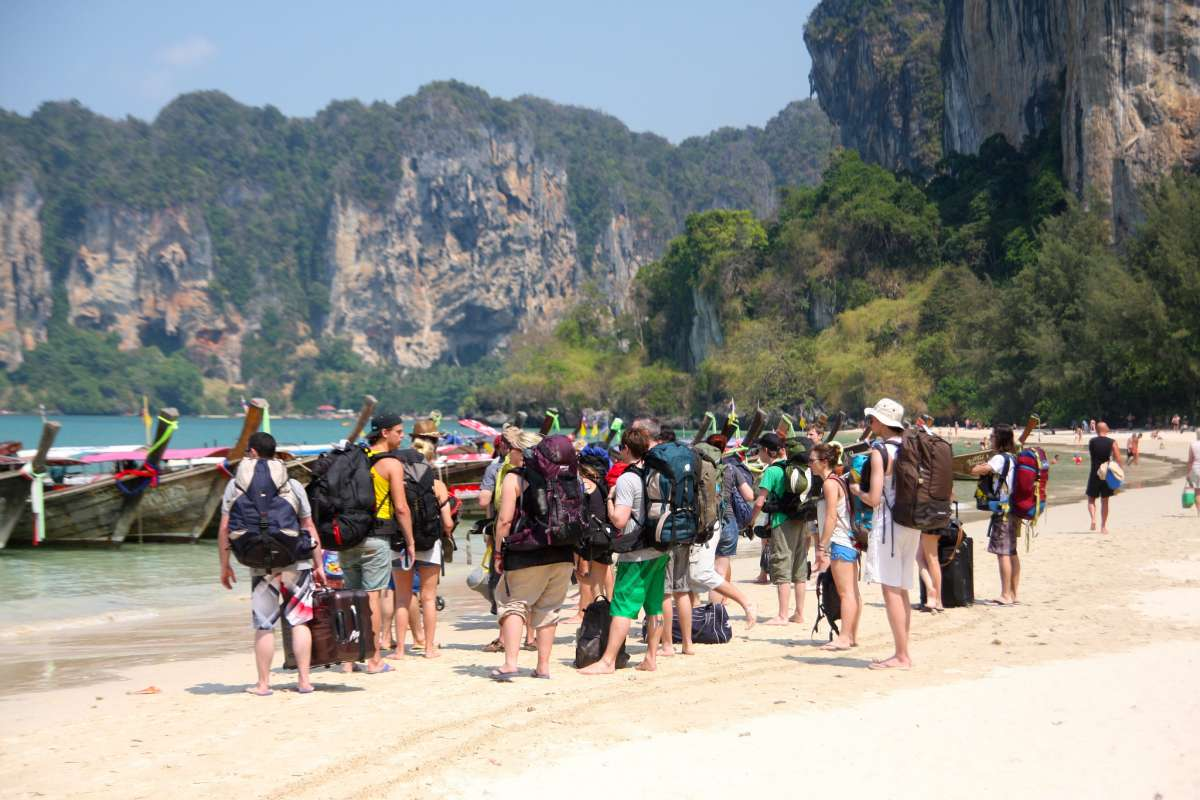 backpackers_krabi_thailand